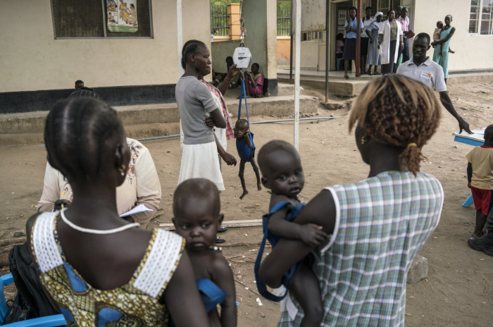 250M people in 20 countries threatened by famine, UN warns
