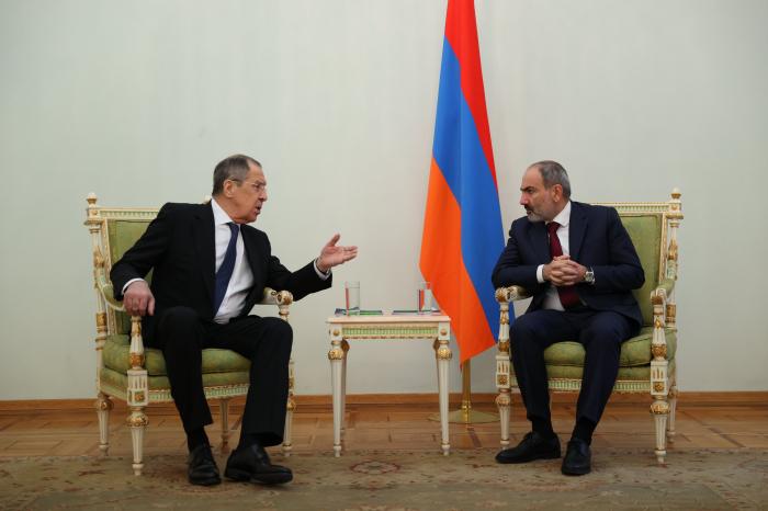 Lavrov discute du Karabagh avec le Premier ministre arménien