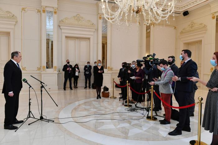 Russian FM speaks to media in Baku