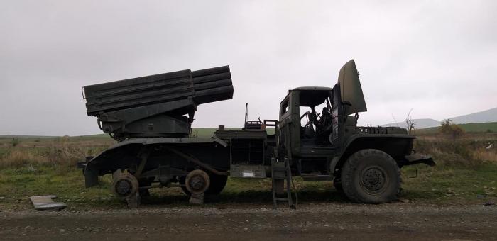 FOTOS   der zerstörten armenischen Militärausrüstungen in Füzuli