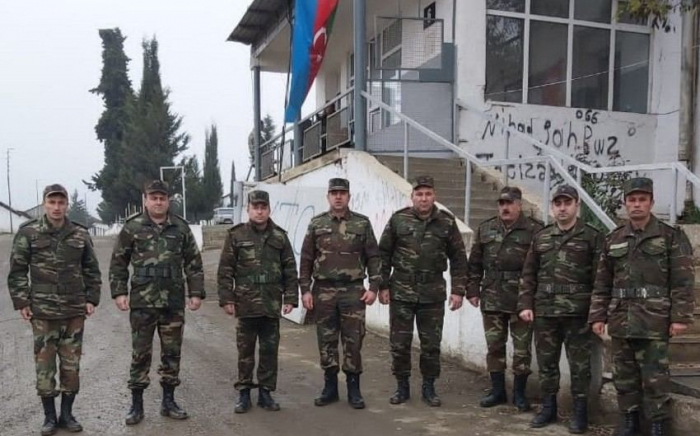 Aserbaidschanische staatliche Feuerwehr kontrolliert ihre Arbeit in befreiten Bezirken