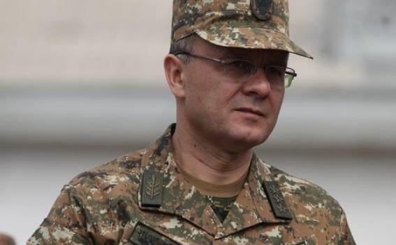 Aserbaidschan beschuldigt den ehemaligen Verteidigungsminister Armeniens nach einem anderen Artikel