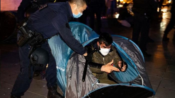 Paris police violently dismantle migrant camp