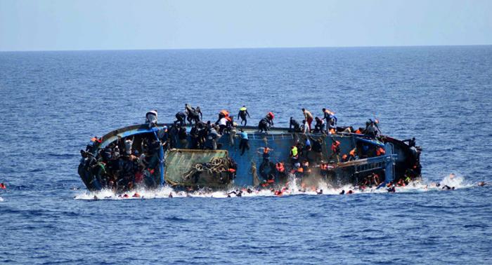 Spanische Notdienste retten mehr als 300 Migranten aus Booten im Meer