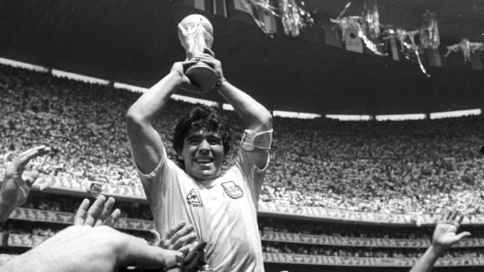 EN VIVO  : Hinchas de Maradona se reúnen en el Obelisco de Buenos Aires