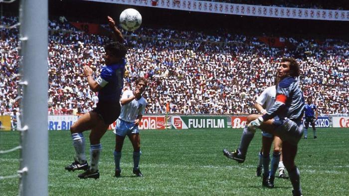 "Shilton klagt über Maradonas ""Hand Gottes"""