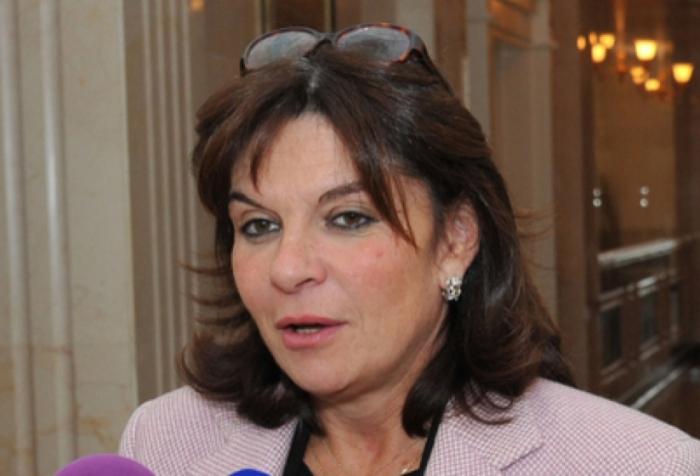 """NathalieGoulet  :""""La resolución aprobada por el Senado carece de importancia"""""""