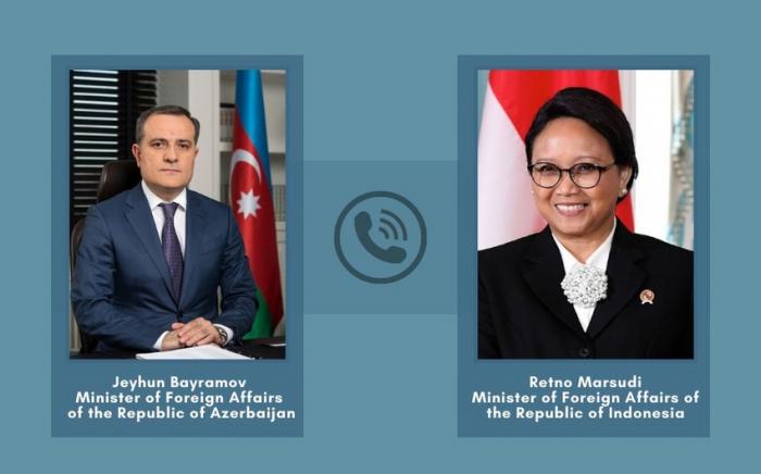 Los ministros de Relaciones Exteriores de Azerbaiyán e Indonesia discuten la situación en la región
