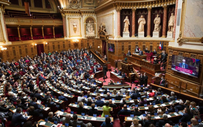 Eight senators of the French Senate withdraw their votes