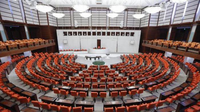 Türkische Abgeordnete verurteilen die Resolution des französischen Senats zu Berg-Karabach