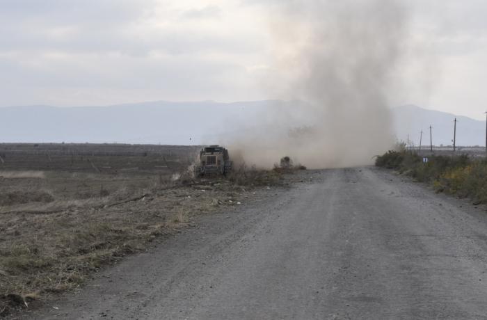 La carretera a Aghdam se limpian de minas -  FOTOS