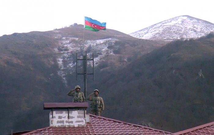 La bandera azerbaiyana izada en Kalbajar-   VIDEO