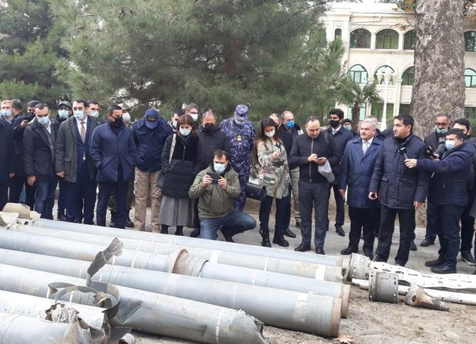 Ausländische Diplomaten sind Zeugen armenischer Kriegsverbrechen in Terter