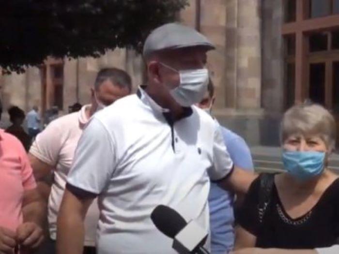 Los intelectuales realizan una manifestación de protesta en Ereván