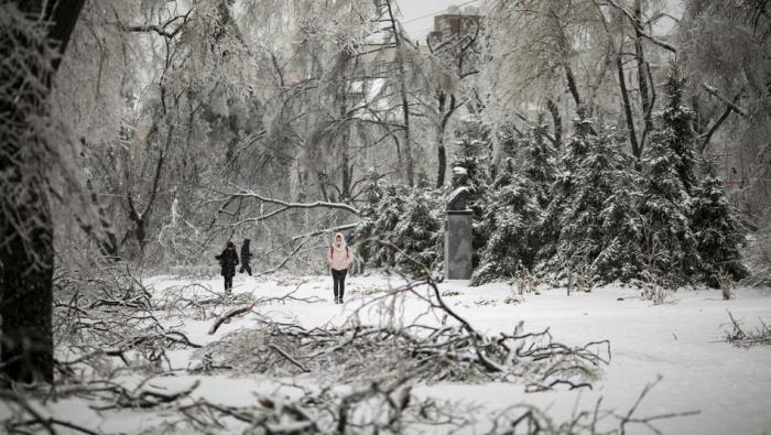 Tausende Menschen nach Eissturm ohne Strom