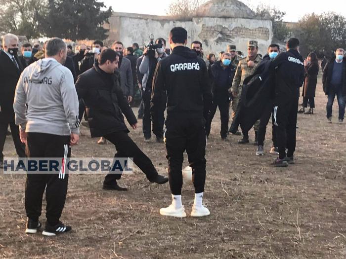 Hikmet Hajiyev en el famoso estadio de Agdam -  VIDEO
