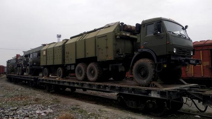 Des soldats de la paix russes au Karabakh dotés de matériel militaire -  VIDEO