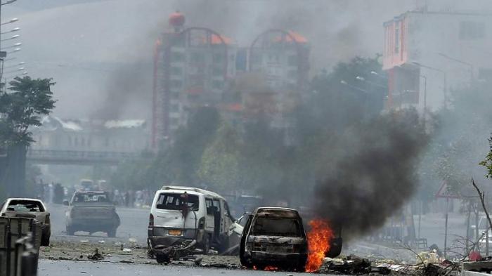 Un ataque suicida causa decenas de muertos y heridos en una base de Afganistán