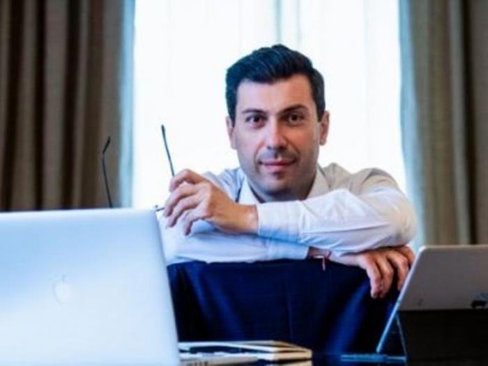 """Ex embajador de Armenia  : """"Perdimos el depósito de oro de Zod"""""""