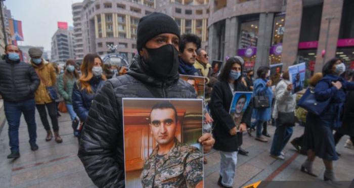 Los manifestantes marcharon contra la embajada rusa en Ereván