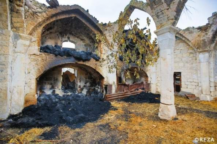 Ermənilər Ağdamdan çıxarkən məscidi yandırıblar -   FOTOLAR