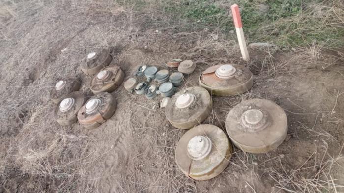 Environ 200 mines ont étédécouvertes le long de la route reliant Terter au village deSougovouchan