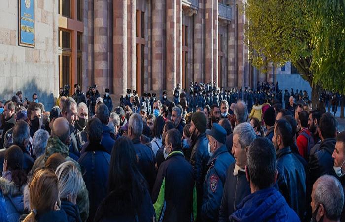 Los padres de los soldados vuelven a protestar en Ereván