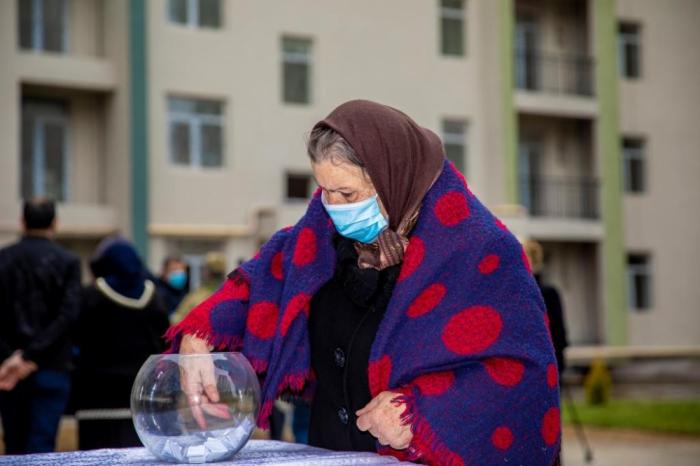 Se presentan nuevos hogares a las familias de mártires e inválidos de guerra
