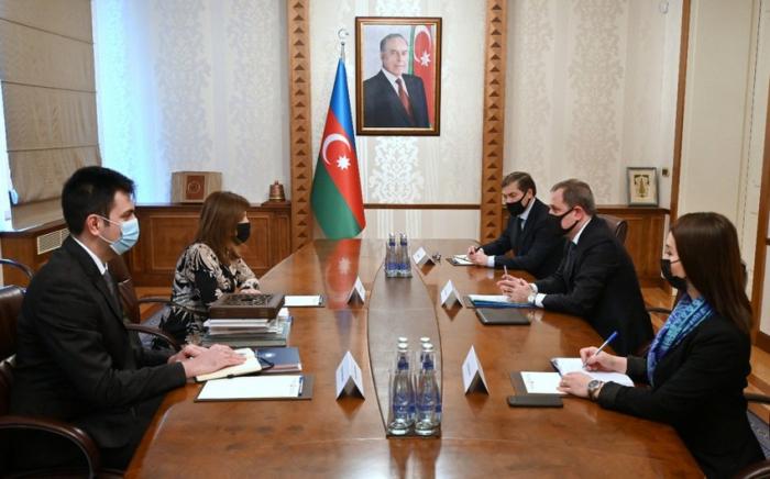 El canciller Bayramov se reúne con Gunay Efendiyeva