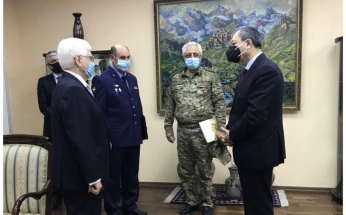 Deputy ministers visit Russian embassy in Baku