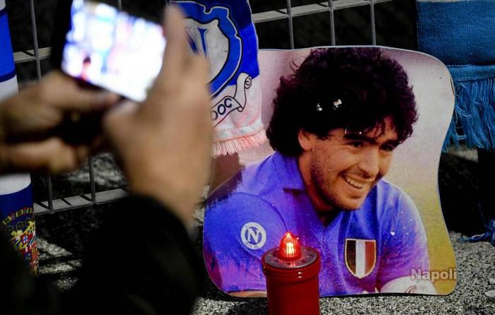 Maradona valideynlərinin yanında dəfn edildi