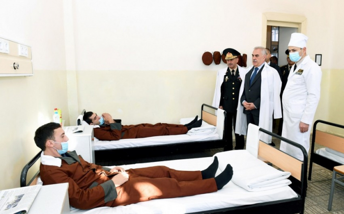 Vasif Talıbov yaralı hərbçilərə baş çəkdi -    FOTO