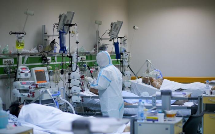 Tibb işçisi koronaviruslu qohumunu övladları ilə görüşdürdü