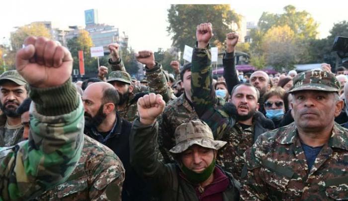 Ermənistanda müharibə veteranları etiraza qalxdı -  VİDEO