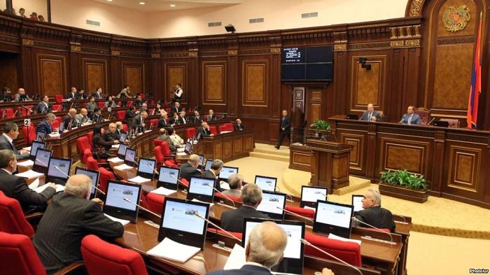 Ermənistan müxalifəti parlamentin iclasını boykot etdi