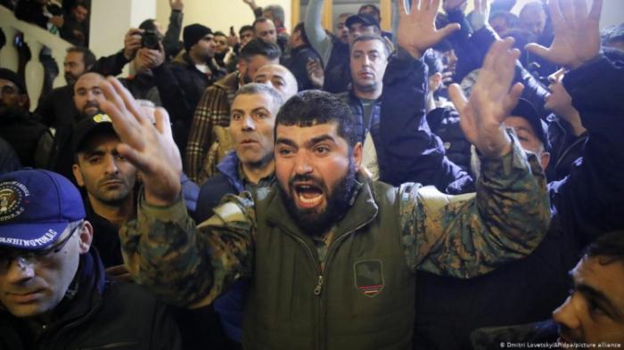 Protesters demand Pashinyan