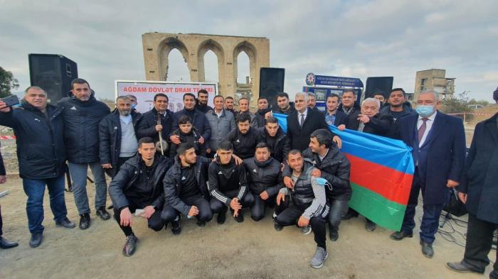 """Hikmət Hacıyev """"Qarabağ""""ın Ağdam səfərindən yazdı"""