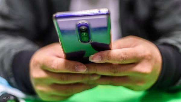 """الهواتف وصحتنا العقلية.. دراسة تعلن """"المفاجأة السعيدة"""""""