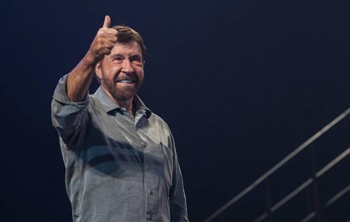Chuck Norris félicite l