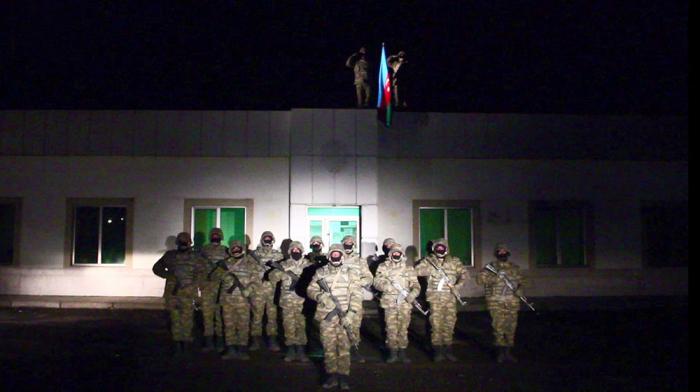 Le drapeau azerbaïdjanais a été hissé dans la région de Latchine -   VIDEO
