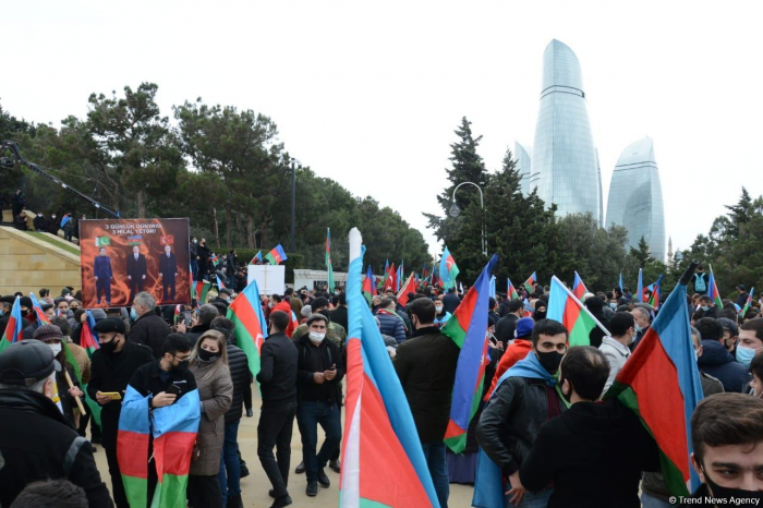Lachin residents visit Alley of Martyrs in Baku -  PHOTO