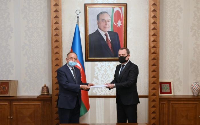 جيحون بيراموف يلتقي مع السفير الجديد