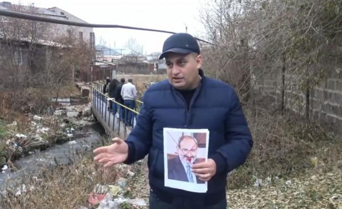Ermənilər Paşinyanın şəkillərini kanalizasiyaya atdılar-