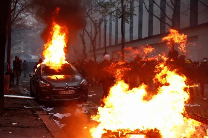 Parisdə ara qarışdı, avtomobillər yandırıldı -  YENİLƏNİB