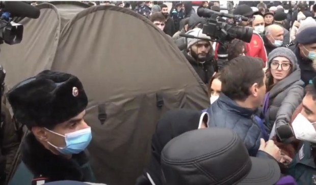 Etirazçılar İrəvanda çadırlar qurdular -