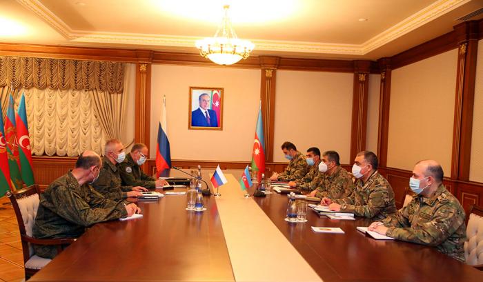 Müdafiə naziri Rusiya sülhməramlı qüvvələrinin komandanı ilə görüşdü