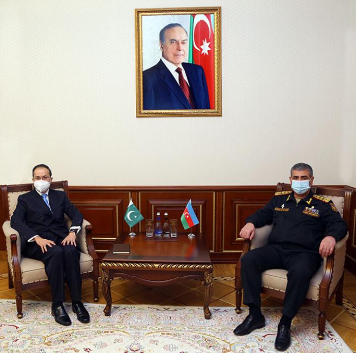 بحث التعاون العسكري بين أذربيجان وباكستان