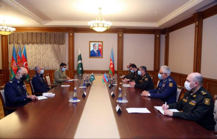 Azerbaijan and Pakistan discuss issues on expanding military relations