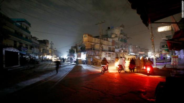 Breakdown in national power grid plunges Pakistan into darkness