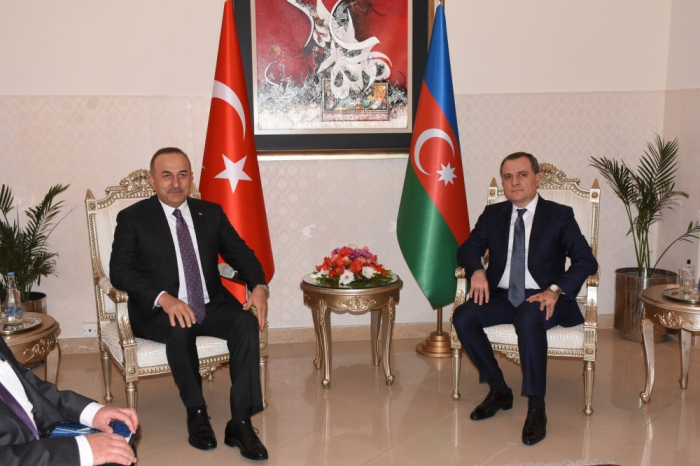 Azerbaijani, Turkish FMs meet in Pakistan